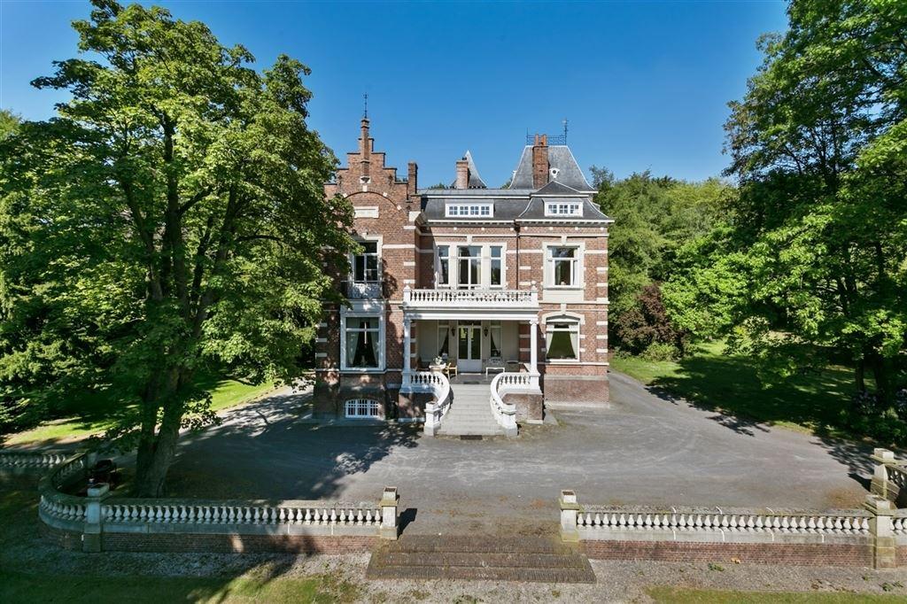 Prachtig kasteel met luxueuze afwerking op een domein van for Luxe villa te koop oost vlaanderen