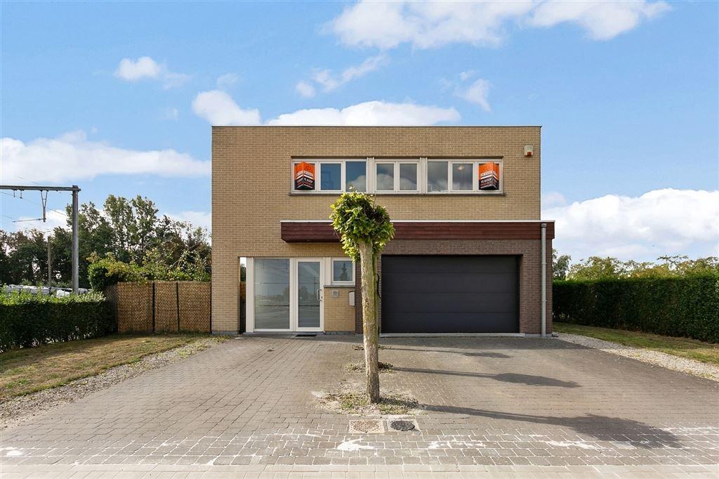 vrijstaande, moderne woning met ruime tuin in Zulte