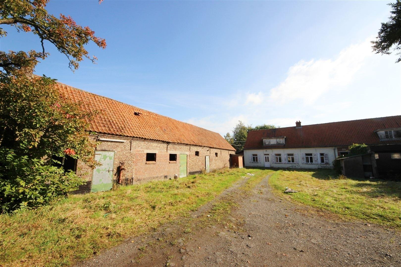 Te renoveren hoeve met bijgebouwen op 2 5 hectare for Hoeve te huur