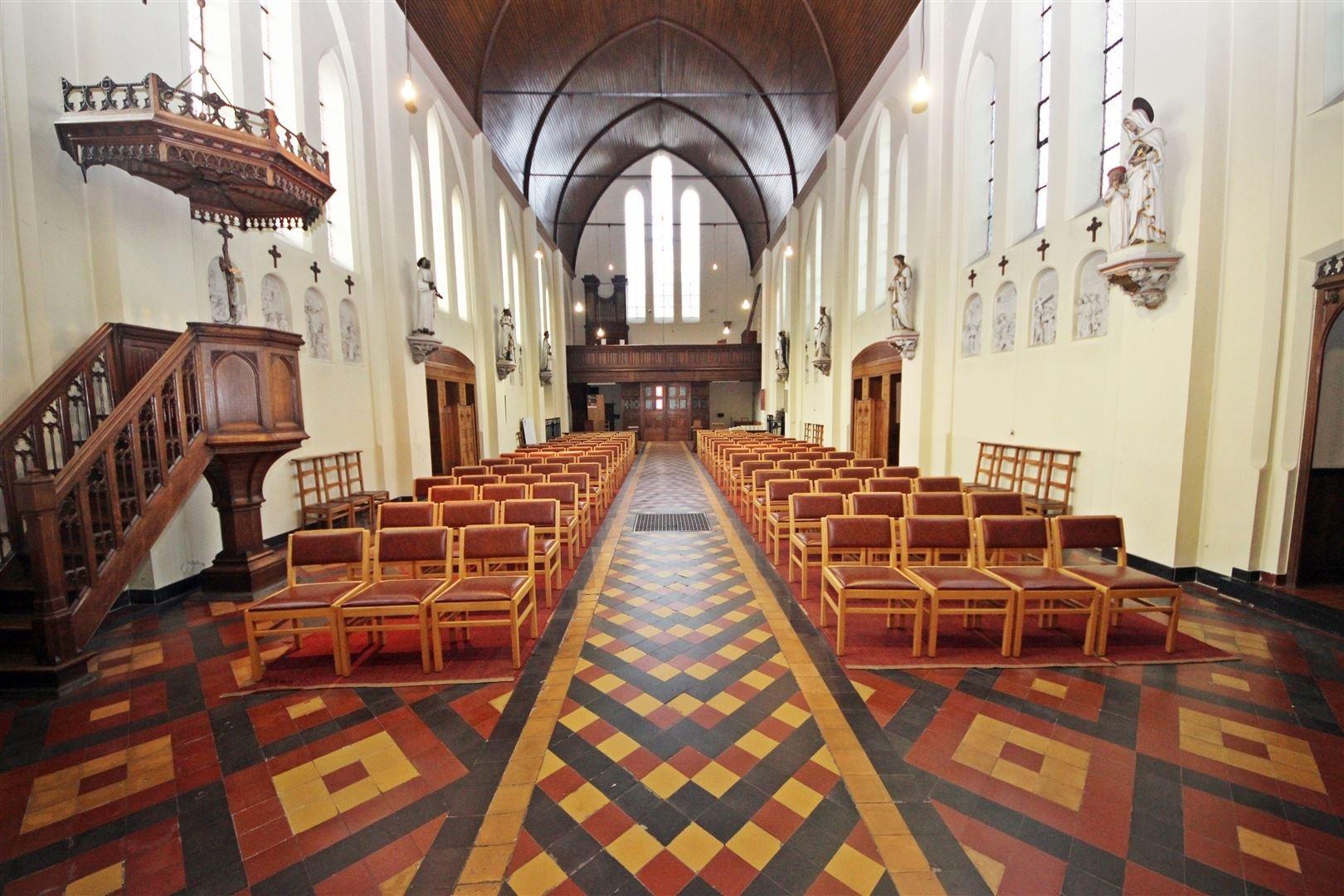 Statige, neogotische kerk in Gent