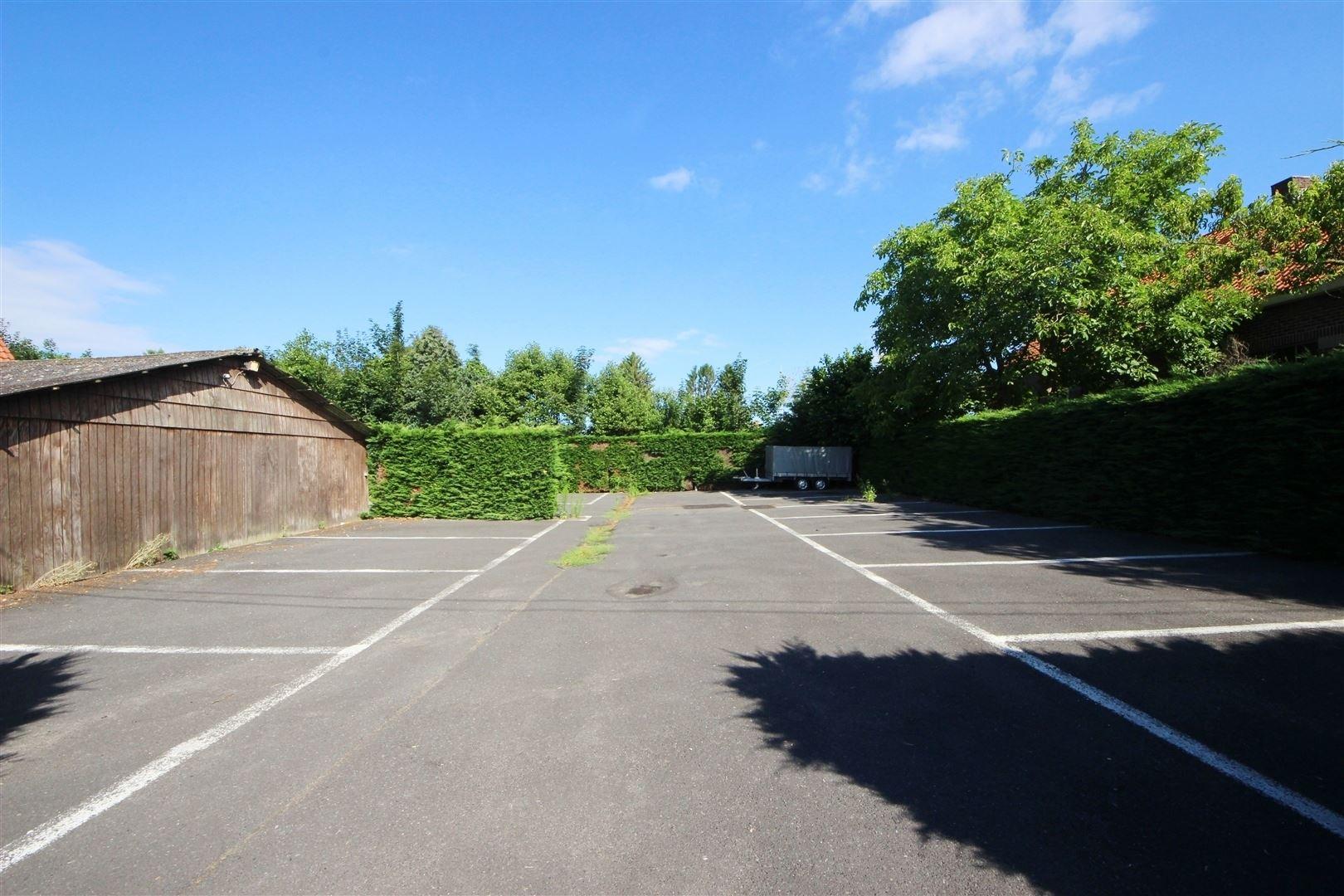 Motel met parking en woongelegenheid op 2.400m²