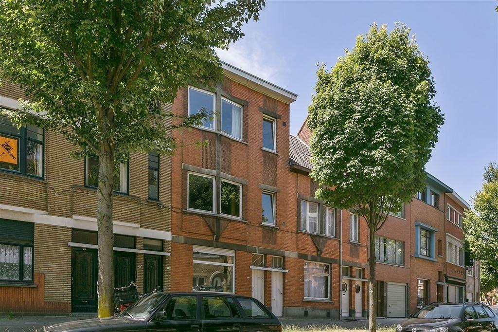 Eigendom met 2 te moderniseren appartementen